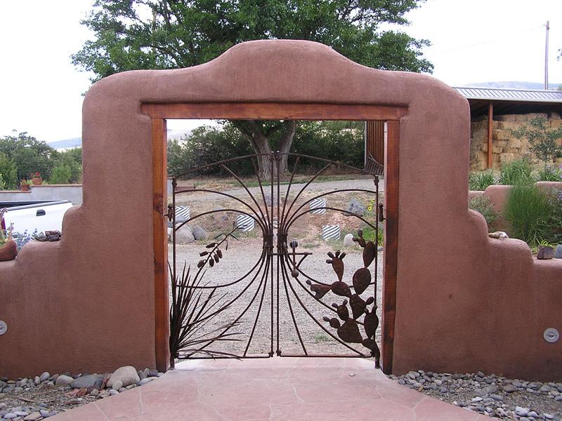 cactus-and-yukka-gate