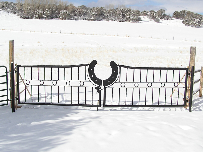 gate-horseshoe