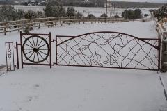 gate-running-horse